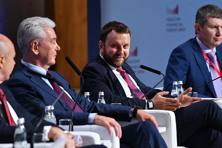 Максим Орешкин не забыл похвалить действия Москвы и раскритиковал — с высоты российских достижений — экономическую политику США