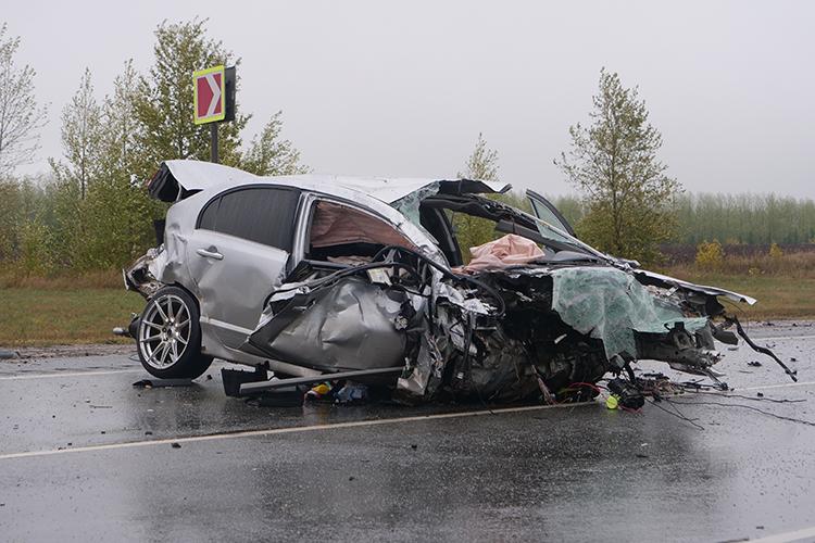 Владельца автомобиля Honda, который столкнулся савтобусом, зовутАлександр Солдатов. Предположительно онибыл зарулем вмоментДТП