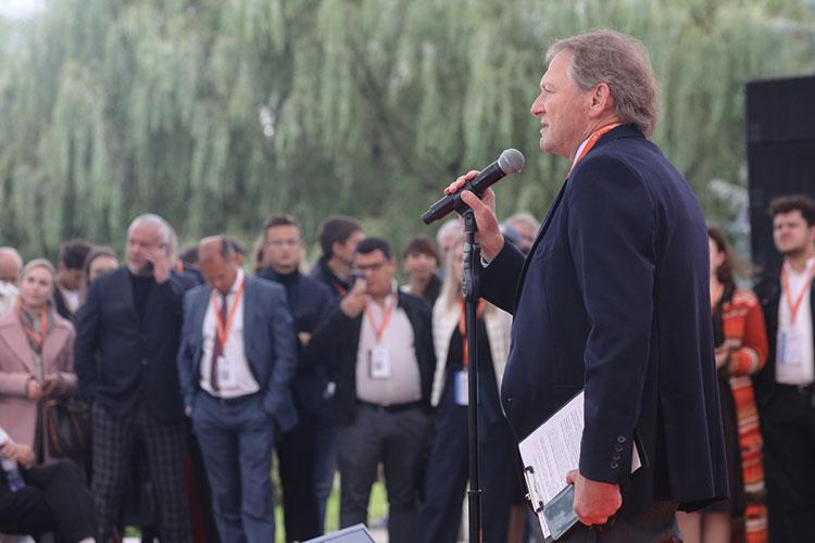 Перед стартом дискуссии собравшихся приветствовал бизнес-омбудсмен Борис Титов