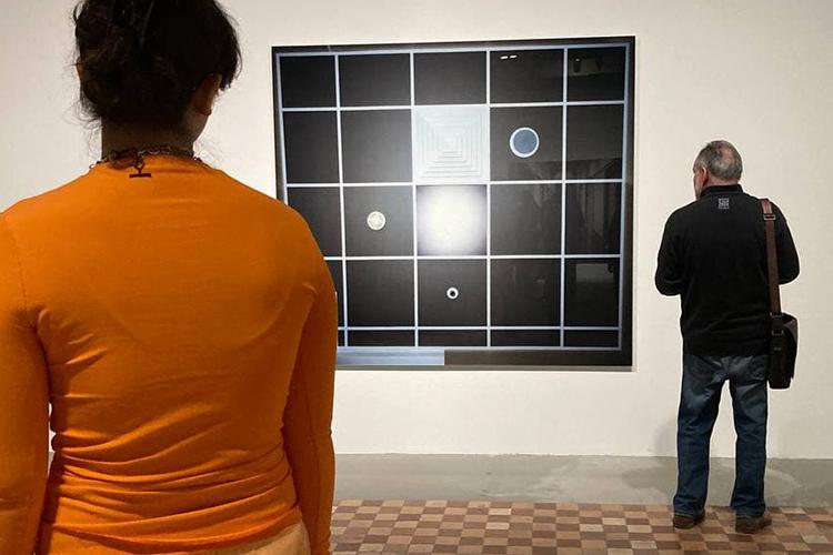 Большая часть второго этажа музея отдана под различные серии работ художника, необъединенные единой темой. Инаэтот раз зритель видит нереальные макеты, азнаменитые фотографии Деманда