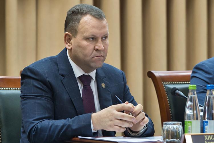Вполне реальным кандидатом врайонные руководители наши источники называют главного ветеринарного врача РТАлмаза Хисамутдинова