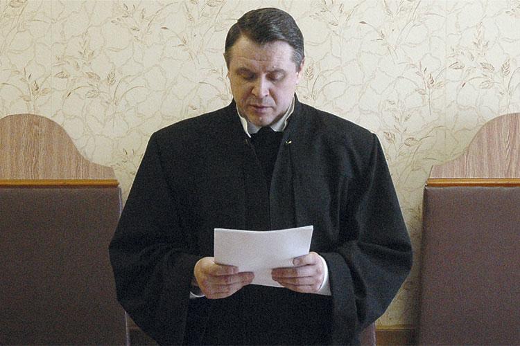 Судья Верховного суда Татарстана Александр Никифоров провозглашает приговор
