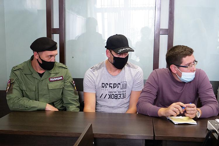 Обвиняли Туматова вследующем: 4сентября его автомобиль стали преследовать ДПС после того, как тот сбил одного изинспекторов