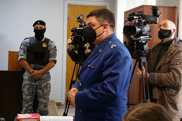 Суд принял все материалы защиты, ноитоговое решение было ожидаемым— до4ноября отправить Туматова под стражу вСИЗО