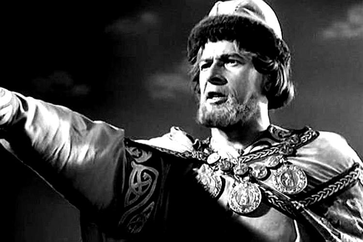 «Сам образ актера Николая Черкасова, который играет Александра Невского, настолько сильно полюбился, что никого другого народ ужебы иневоспринимал»