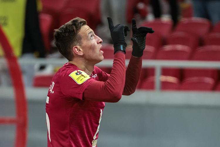 «Макаров— это игрок, который может давать результат иопределять исход матчей, атакие футболисты стоят дорого»