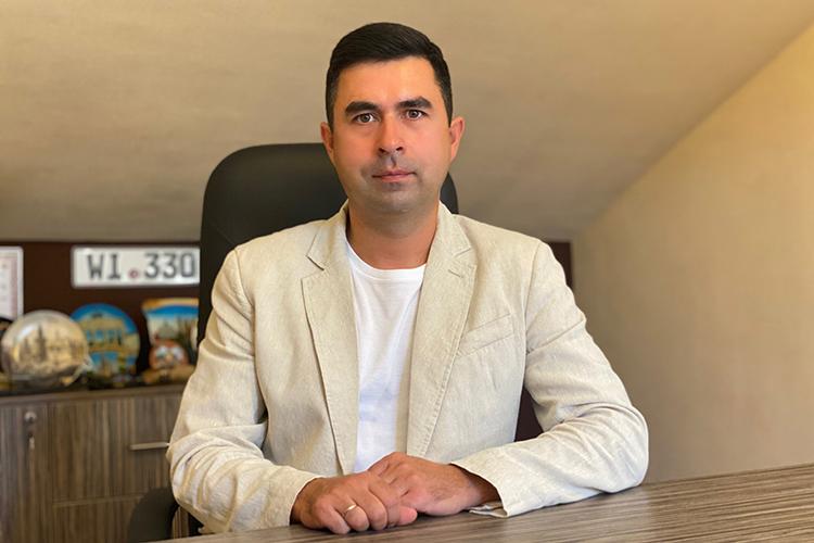 Владелец и директор сети автошкол «Драйв» Вадим Хафизов: «В погоне за деньгами некоторые автошколы пренебрегали качеством обучения и клиентским сервисом. Тем временем, цены на топливо, горюче-смазочные материалы росли»»