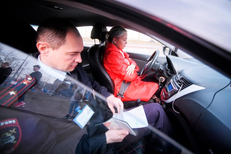 С 1 апреля экзамен на права в России состоит из двух частей вместо трех: вождение на площадке и в городе объединили в один этап