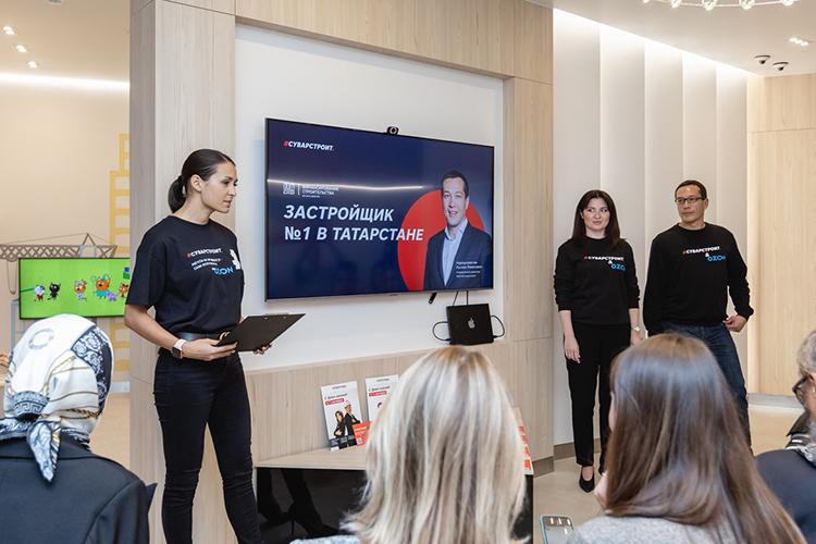 Накануне девелопер запустил продажи квартир наплощадке маркетплейса Ozon. Презентация новой услуги для покупателей прошла вновомфлагманском офисе продаж— вЖК«Манхэттен»