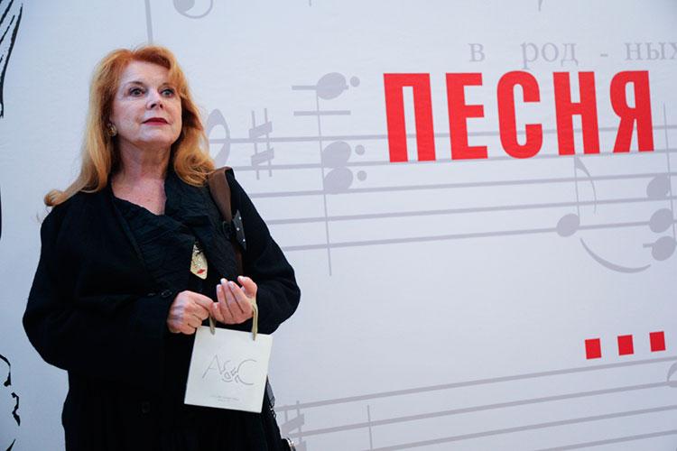 Клара Новикова: «Мымного были вместе нагастролях, часто встречались застолом удрузей. Мне его очень нехватает. Эти песни уже никто так неспоет, стакой проникновенностью, простотой»