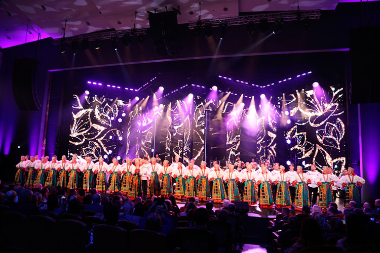 Вконцерте также приняли участиеГосударственный академический русский народный хор им.М.Е.Пятницкого, группы «Республика», музыкального альянса «Петербургские баритоны», NEW ART DUET «RED ROSE»