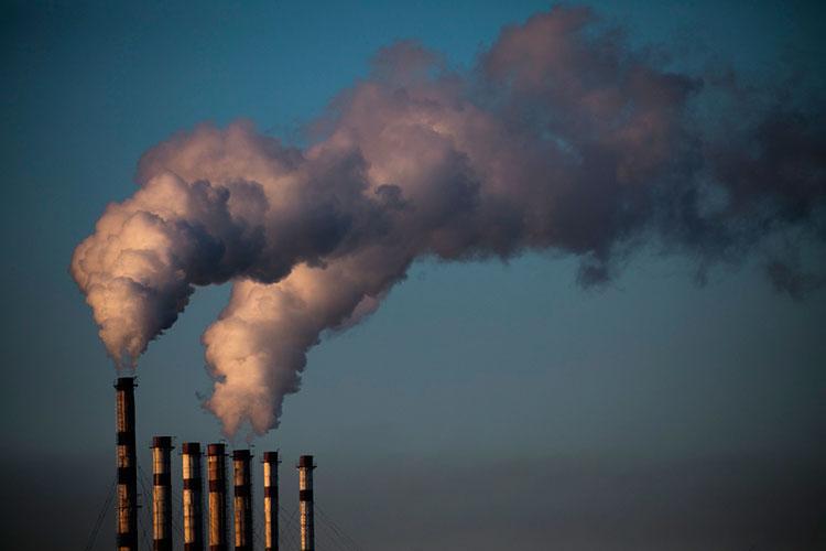 «Конечно, надо уменьшить выбросы, сокращать использование нефти игаза. Или надо придумывать технологию, когда выэти выбросы как-то утилизируете, придумывать другие способы добычи энергии»