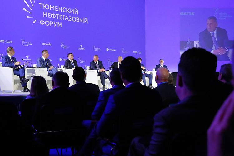 Главную пленарную сессию Тюменского нефтегазового форума, которая состоялась накануне, начали сголосования отом, какое будущее ждет углеводородные источники энергии вближайшие 40лет