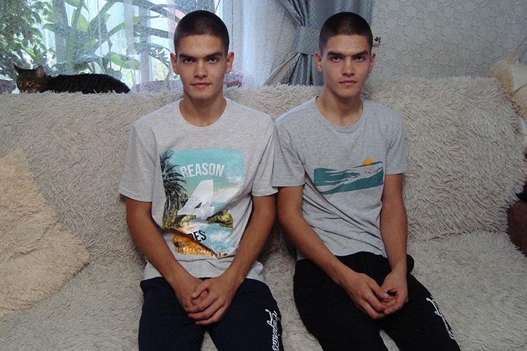 Казанцы Денис и Даниил Федотовы — улыбчивые и жизнерадостные ребята, учатся в колледже и хотят стать автомеханиками. Диабетом заболели с разницей в год: Денис в 14 лет, а Даниил — в 15