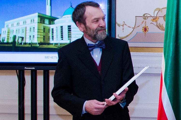 Накануне заслуженный архитектор РТ, соавтор проекта мечети Кул Шариф Айвар Саттаров заявил, что ему отказали в участии в конкуре на создание концепции нового здания театра Камала