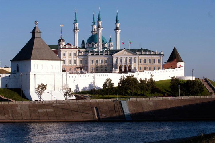 Саттаров припомнил, как в конкурсе на мечеть Кул Шариф в 1995 году победил именно как физическое лицо. На тот момент у него не было ни портфолио, ни каких-либо построенных объектов