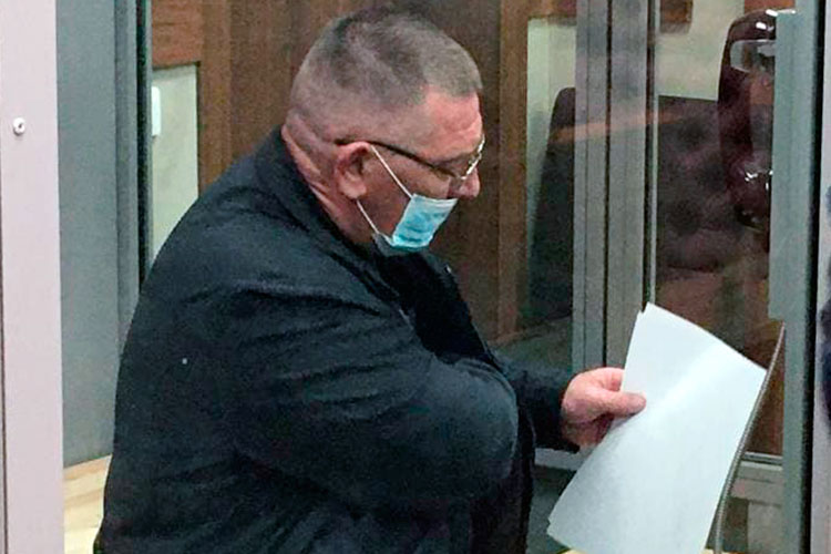 Уголовное дело в отношении Мелешенко возбудили еще 16 августа. И первоначально в фабуле был только один эпизод по ч.1 ст. 285 УК РФ, считающейся преступлением средней тяжести