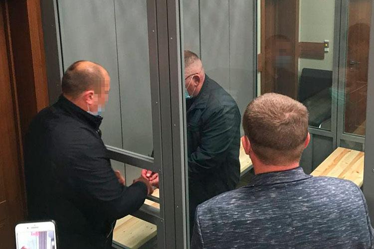 Несмотря на все просьбы адвоката и самого Мелешенко, суд встал на сторону следователя и гособвинения, отправив на ближайшее время отстраненного начальника тюрьмы за решетку в СИЗО-1