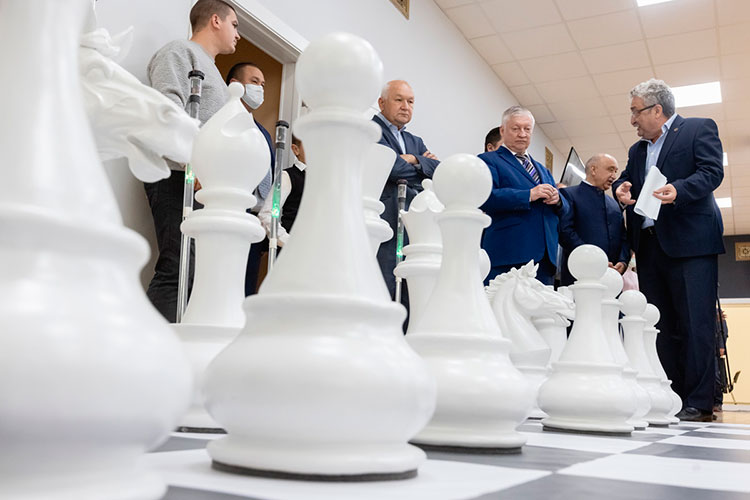 Татарстан Карпов включил втройку лучших регионов России поразвитию шахмат среди молодежи