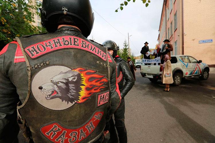 В 9:15 на участок №147 (ул. Гагарина 26а) для голосования прибыла колонна байкеров «Ночные Волки»