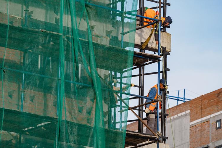 Три изпяти баллов ставлю казанским застройщикам закачество строительства жилья. Отличников здесь нет