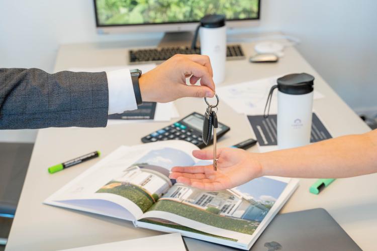 Мыпервыми вРоссии (ссылка-доказательства) получили аккредитацию впортфеле ВТБ (Банк ВТБ ПАО).Оформляя ипотеку сейчас, клиент гарантированно получает свое загородное жилье клету 2022 года