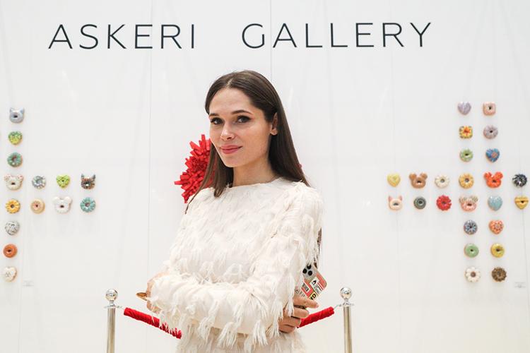 Полина Аскери:«Для меня очень важно, что каждый художник вASKERI GALLERY обладает уникальным визуальным языком. Можно забыть имя, ноневозможно забыть увиденное. Мыспециально соединили настенде Азию иЕвропу, чтобы показать широту географии галереи»