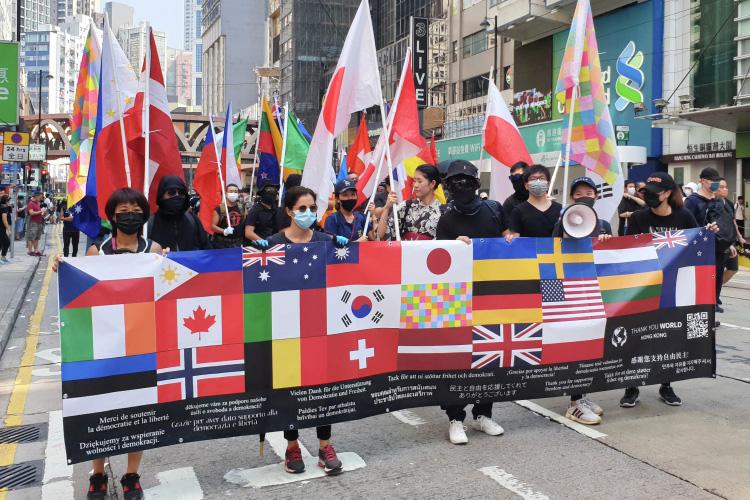 «Главной потенциальной точкой такого конфликта может стать Тайвань. США сейчас четко проводят политику, которую наЗападе называют «тактика нарезания салями»— когда мелкими шагами постепенно сдвигается линия баланса»
