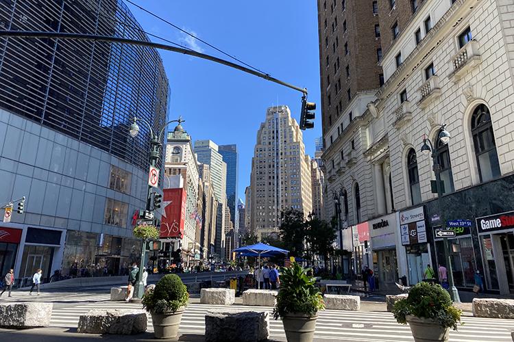 Нью-Йорк ятакже отношу ксвоим любимым городам. Потомуже принципу, что там живут мои друзья