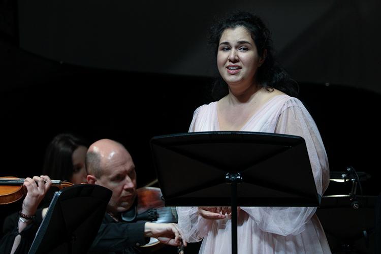 Следующим произведением стала мировая премьера композиции «Мольба», которая изначально была написана для спектакля «Люди» о голоде в Поволжье.  А усилило впечатление от Concerto grosso и «Мольбы» ангельское пение молодой солистки Большого Альбины Латиповой