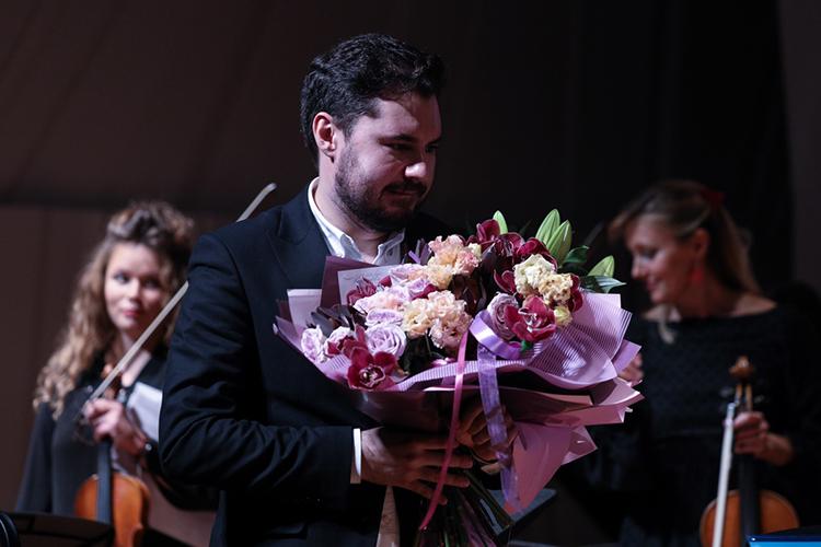 Эльмир обещал и дальше радовать поклонников своим творчеством, плодотворно трудиться не только на академическом фронте, но и на театральном и писать понятную без всяких ремарок музыку