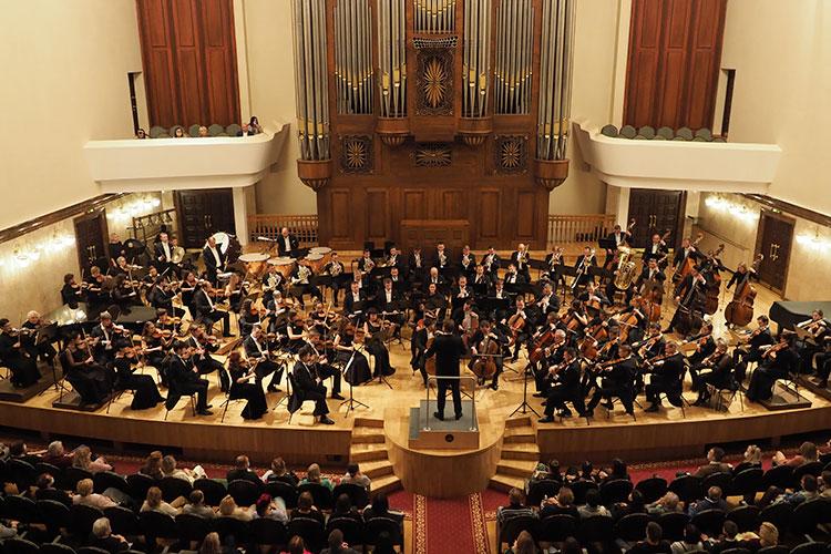 18 сентября открылся 56-й концертный сезон Государственного симфонического оркестра РТ под управлением народного артиста России, профессора Александра Сладковского