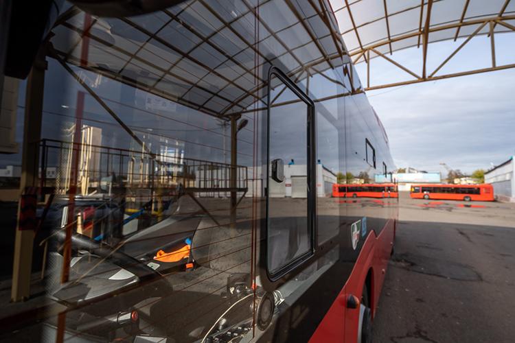Удвух пассажирских перевозчиков Казани сконца августа неполучается купить полисы ОСАГО для автобусов, из-за чего уже воктябре нагородские маршруты рискуют невыйти 100 автобусов