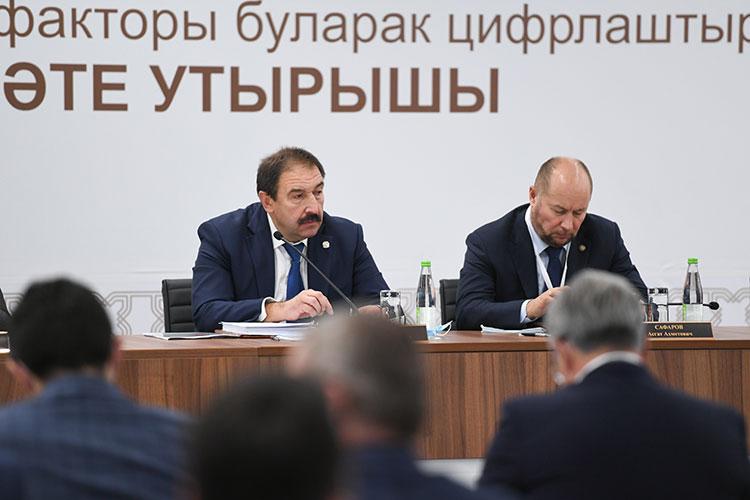 Со вступительным словом выступил премьер-министр Татарстана Алексей Песошин, который упомянул лидеров в области цифровизации в Татарстане.