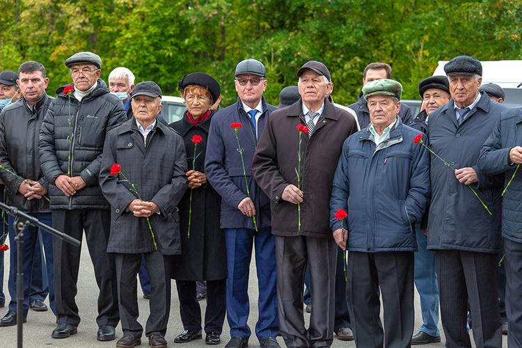 Ветераны получили вэтот день прекрасную возможность пообщаться друг сдругом, вспомнить коллег, трудовые будни