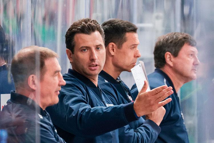 Якубов рассказал, что вСанкт-Петербург его позвал личновице-президент клуба, глава штаба СКА исборной РоссииРоман Ротенберг (второй слева)