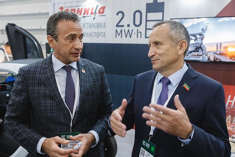 Артур Абдульзянов (слева): «Мобильные зарядные установки— тасфера, вкоторой никак нельзя уповать назападные технологии иждать ихприменения унас. Втаком случае мыстанем уязвимыми изависимыми»