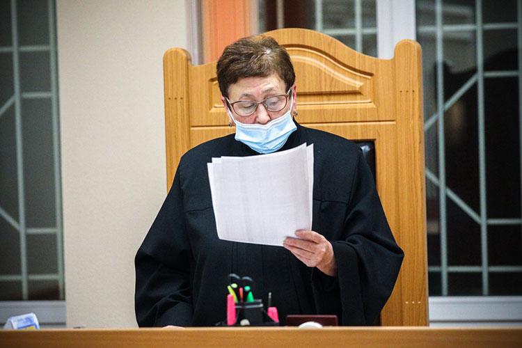 На принятие решения у судьи ушло порядка пятнадцати минут. Она удовлетворила ходатайство следствия, определив СИЗО местом пребывания Лоханова на ближайшие пару месяцев