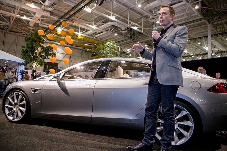 «Раньше электромобилей были единицы — Nissan и Renault, японцы с французами попытались сделать машину для нищих, но Илон Маск показал, что Tesla может быть дорогой и респектабельной машиной»