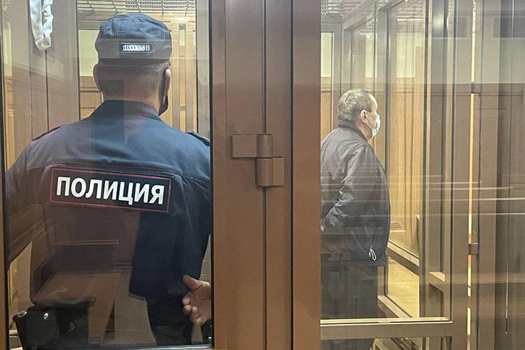 «Положенца» Сергея Нейдерова, онже Нейдер, вВерховный суд РТдоставили сегодня внаручниках, разместив встеклянной камере