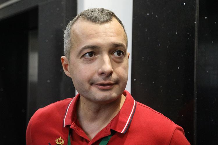 Дамир Юсупов:«Состояние татар хорошее, общаемся, дружим, участвуем вовсех мероприятиях, поддерживаем друг друга. Ярад, что вКазани подобные встречи проходят, ведь вусловиях пандемии это тяжело, мыитак редко встречаемся»