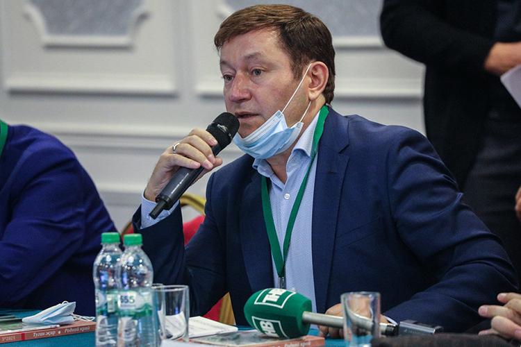 Айдар Галимовзамечает посвоим выступлениям исборным «солянкам»,чтозрителей нанациональных концертах скаждым годом становится все меньше, особенно врайонах Западной Сибири