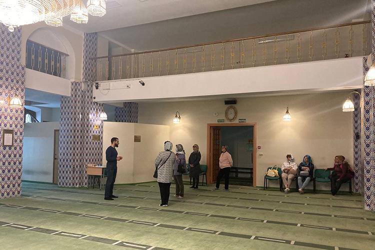 Здесь располагался военкомат иразличные мастерские, итолько в1991 году здание исторической мечети передается снова общине