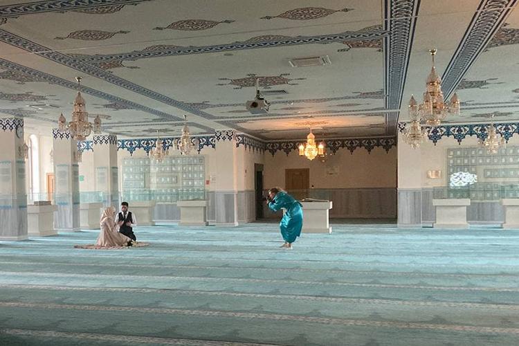 Соборная мечеть живет своей повседневной жизнью