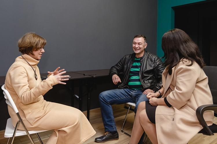 Инесса Яруллина (слева):«Центр электронной торговли начал действовать с1марта нынешнего года, изаэто время снашей помощью уже около 2500 татарстанских предпринимателей успешно начали торговлю намаркетплейсах»