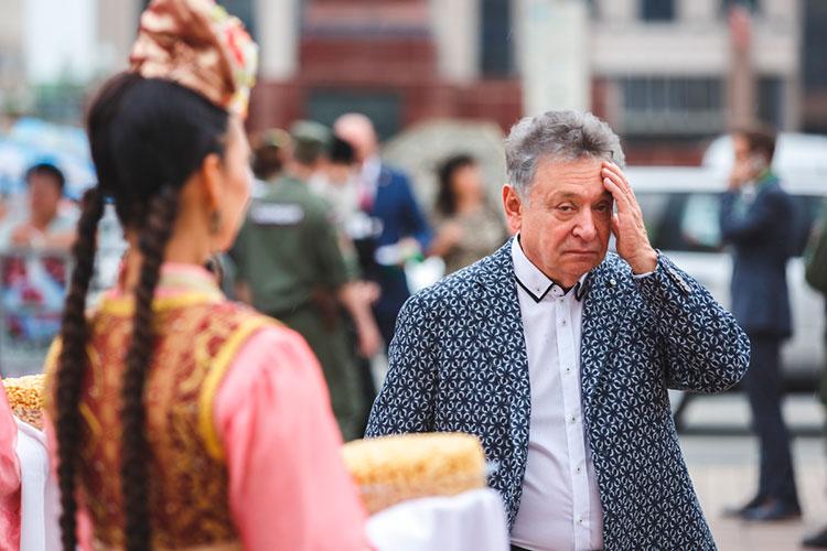 В этом году Рауфаль Мухаметзянов, отметив 40-летие своего директорства в театре им. Джалиля, вновь взялся за старое — перепевание татарской классики