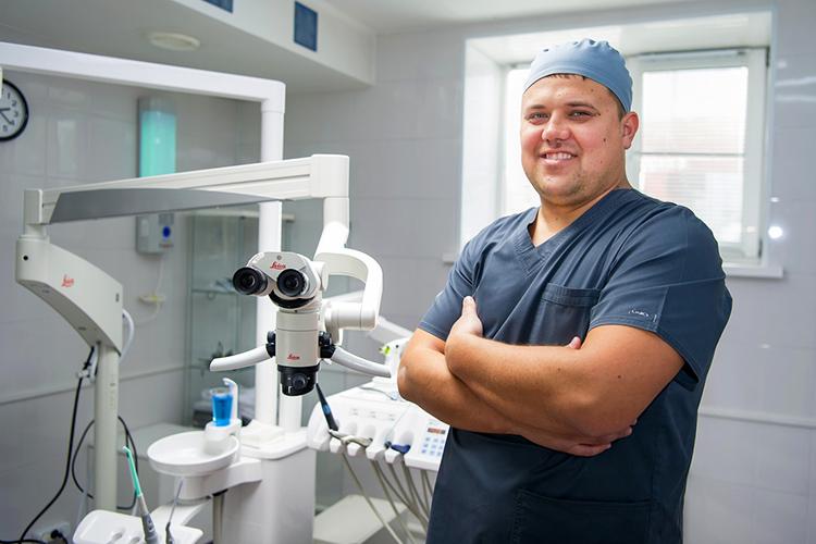 Виктор Леонтьев: «Благодаря микроскопу мне удается обнаружить малейшие признаки начинающегося кариеса,аснимок позволяет увидеть картину целиком»