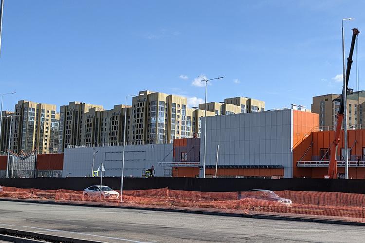 Ранее сообщалось, что здание под OBI будет достроено всентябре