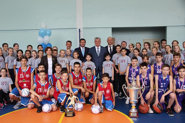 Проект Школьная футбольная лига (ШФЛ) создан при поддержке мэра Набережных ЧелновНаиля Магдеева