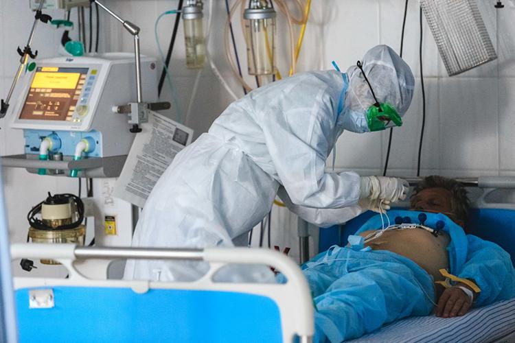 Выросло количество заболевших вкатегории старше 65лет. Вавгусте ихдоля среди «ковидных» пациентов составляла20%, авсентябре наэту категорию приходится каждый третий заразившийся.